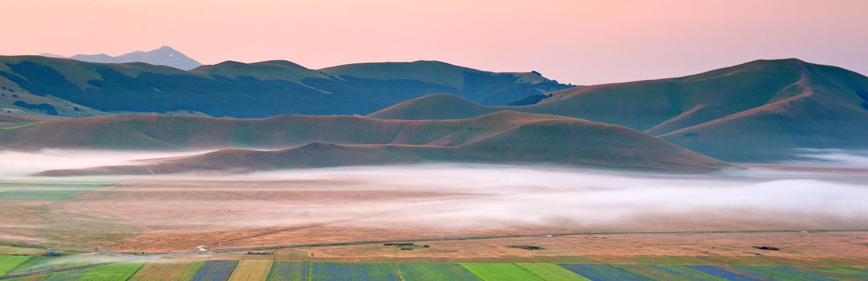 Nebbia nella valle di Castelluccio di Norci